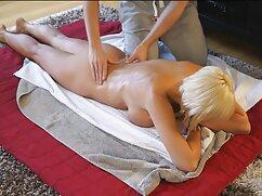 Ruso borracho se masturba chichona mexicana contra una alfombra en un sofá