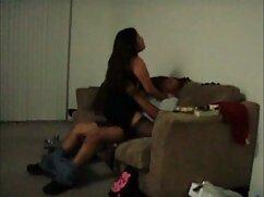 Amigo acaricia el coño de los dedos de la mujer mojada mientras pornografia de mexicanas ella duerme borracha