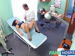 La sirvienta delgada en uniforme monta a un mexicanas videos xxx miembro del jefe después de la mamada