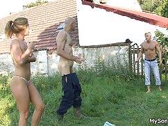 Chica hace una mamada swinger mexicanos profunda y se la follan a cuatro patas