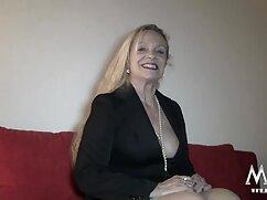 El pensionista golpea a una joven porno lesbianas mexicanas mientras su esposa está en un fondo de pensiones