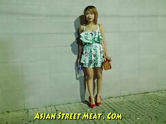 Tailandesa de 18 años se desnuda en secreto y pornomexicanas se frota suavemente el coño con los dedos