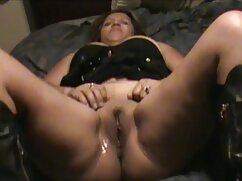 El cazador de lo que se esconde debajo vídeo porno mexicano de las faldas de mujer.