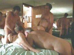 El cliente tiene mexicana madura cojiendo sexo anal con una prostituta y lo pone al teléfono