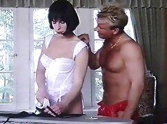 El artista orgias mexicanas se folla por el culo a una modelo en medias para una entrevista