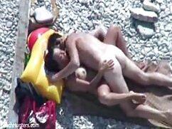 El hombre terminó un esperma bien de un miembro masturbándose con las manos nalgonas mexicanas cojiendo de una joven