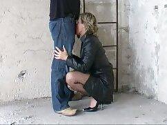 Una chica sexo anal a mexicana con falda a cuadros y medias chupa una polla y se folla a un chico